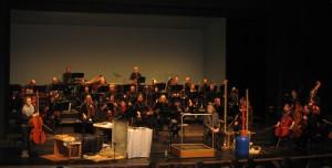als Geräuschemacher auf der Bühne mit großem Orchester